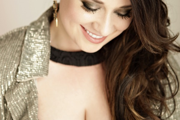 """Amber Hayes Releases Cover of Holiday Classic, """"Merry Christmas, Darling"""""""