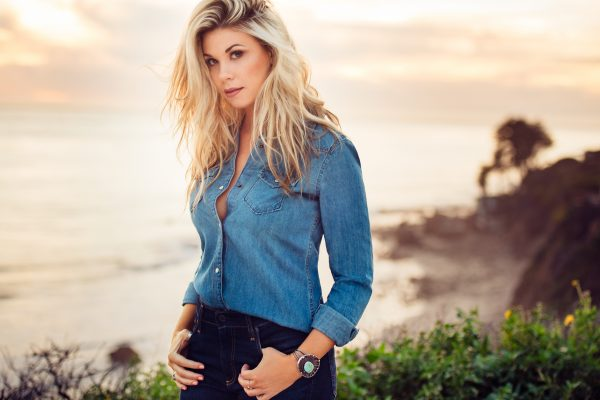 "Sandra Lynn Shines in Video for Latest Single, ""Hey California"""