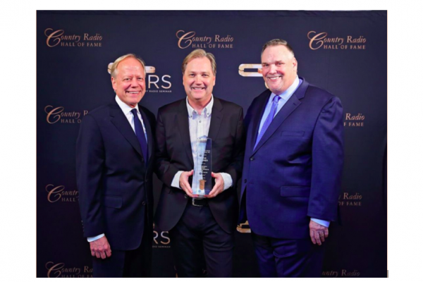 Award-Winning Artist Steve Wariner Honored with Country Radio Broadcasters'  2018 Artist Career Achievement Award